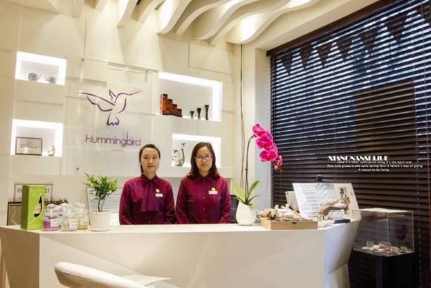 Hummingbird receptionists