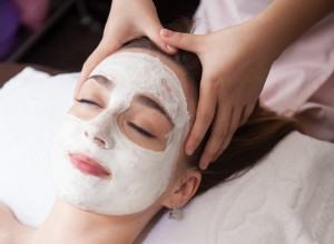 White mask head massage